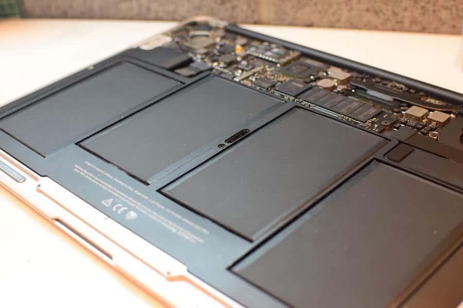 2017年4月22日MacBookAirのバッテリー交換のご依頼を頂きました!